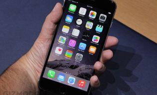"""Sản phẩm số - iPhone 6 Plus gây """"choáng"""" khi về Việt Nam"""