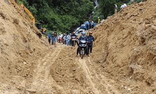 Miền Bắc - Sạt lở gây chia cắt hoàn toàn giữa tỉnh Lai Châu với Lào Cai