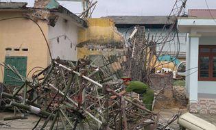 Miền Bắc - Cột ăng ten truyền hình huyện bất ngờ gục đổ