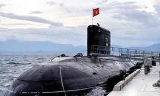 Xã hội - Tàu ngầm huấn luyện ở Cam Ranh