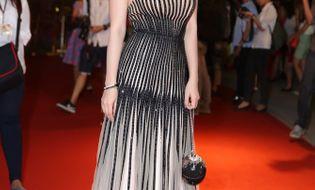 Thời trang & Làm đẹp - Hoa hậu Thu Hoài diện đầm gắn 9700 viên đá quý