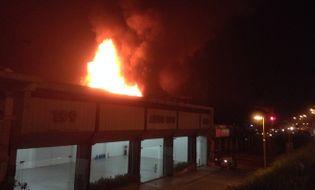 Sự kiện hàng ngày - Clip: Cận cảnh cháy quán bar Luxury Hà Nội