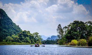 Du lịch - Ngẩn ngơ ngắm cảnh đẹp mùa Thu trên dòng suối Yến