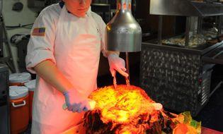 Thế giới 24h - Khám phá chuyện bếp núc trên tàu sân bay Mỹ