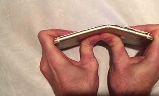 Sản phẩm số - Apple cạch tạp chí thử nghiệm bẻ cong iPhone 6 Plus