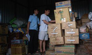 Kinh doanh - Doanh nghiệp dồn dập nhập hàng chạy thuế tại Lao Bảo