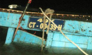 Miền Nam - Chiếc ghe phát nổ, 70 tấn hàng hóa chìm xuống sông