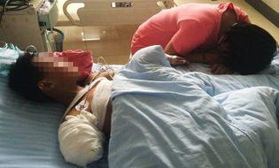 Thế giới 24h - TQ: Cậu bé 9 tuổi bị gấu tấn công, cắn đứt tay trong vườn thú