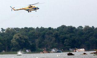 Sự kiện hàng ngày - Ba máy bay ra Trường Sa cứu một ngư dân