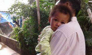 Video Clip - Clip: Xót thương bé 8 tháng tuổi mất bố mẹ và anh trai vì tai nạn