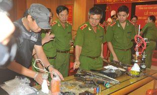 An ninh - Hình sự - Phá đường dây tội phạm lớn, thu giữ 13 khẩu súng và 1kg ma túy