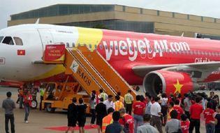 Xã hội - VietJet Air hạ nhầm đầu đường băng: Đình chỉ cả tổ lái