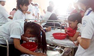 Miền Nam - Nhiễm khuẩn tụ cầu vàng, hàng loạt học sinh nhập viện