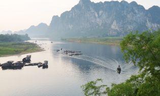 Miền Trung - Bí ẩn xác thiếu nữ mắc kẹt trên vách đá ở bờ sông Gianh