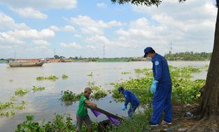 Sự kiện hàng ngày - TP HCM: Thi thể bé gái nổi trên sông, nghi đã chết 4 ngày