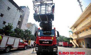 Miền Bắc - Cận cảnh chiếc xe cứu hỏa khổng lồ, hiện đại nhất Hà Nội