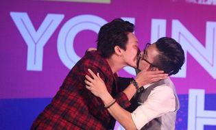 """Miền Trung - Các chàng trai 5S Online """"khóa môi"""" ngay trên sân khấu thành Vinh"""