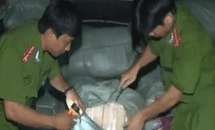 Bản Tin 113 - Clip: Bị truy bắt, 14 tấn hàng lậu sa lưới