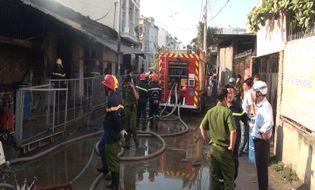 Sự kiện hàng ngày - TPHCM: Cháy lớn xưởng in, nhiều tài sản bị thiêu rụi
