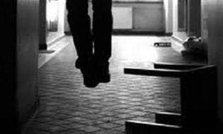 An ninh - Hình sự - Đưa con đi ăn sáng về, tá hỏa phát hiện chồng treo cổ tự tử