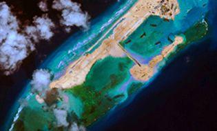 """Bình luận - Trung Quốc đắp đảo ở Trường Sa """"làm căn cứ radar"""""""