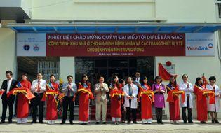 Tài chính - Ngân hàng - VietinBank trao tặng nhà ở và trang thiết bị y tế cho BV Nhi TƯ