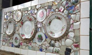 Xã hội - Cận cảnh chùa độc nhất vô nhị dùng chén, đĩa ốp tường