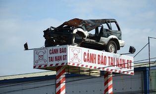 """Sự kiện hàng ngày - Biển cảnh báo tai nạn giao thông """"siêu độc"""" trên Quốc lộ 1A"""