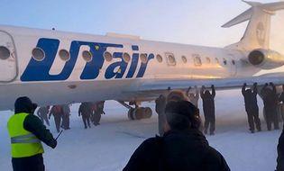 Video Clip - Video: Hành khách đẩy máy bay trong cái rét -52 độ C