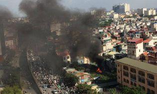 Sự kiện hàng ngày - Hà Nội: Cháy dữ dội bên trường Tiểu học Tô Hoàng