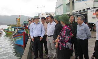Sự kiện hàng ngày - Tin bão số 4: Nghiêm cấm mọi tàu bè ở Bình Định ra khơi