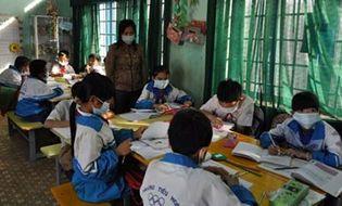 Tây Nguyên - Bi kịch, cả trường đeo khẩu trang trong giờ học