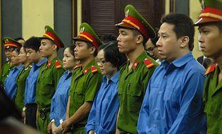 Hồ sơ vụ án - Chị gái Huyền Như khóc lóc xin giảm nhẹ hình phạt