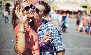 Gia đình - 6 hành động đơn giản của chồng khiến vợ xúc động