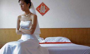 Tâm sự - Vừa rước dâu xong, tôi đã phải quỳ lạy bố chồng