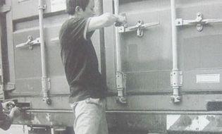 An ninh - Hình sự - Thủ đoạn mới của nhóm siêu trộm chuyên rút ruột container ở Hải Phòng