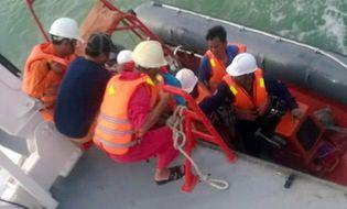 Miền Nam - Vớt được 2 thi thể nghi là thuyền viên trên sà lan mất tích