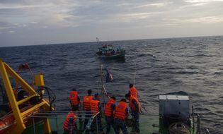 Sự kiện hàng ngày - Cứu nạn thành công 4 ngư dân trôi dạt trên biển Kiên Giang