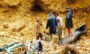 Xã hội - Video: Những vụ sập hầm, mỏ chấn động Việt Nam năm 2014