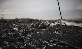 """Bình luận - Phát hiện """"kim loại lạ"""" trong thi thể nạn nhân MH17"""
