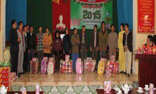 Tài chính - Doanh nghiệp - Đại Việt trao tặng 2015 suất quà trên toàn quốc