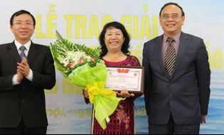 """Xã hội - Video: Trao giải cuộc thi """"Tìm hiểu pháp luật về biển đảo Việt Nam 2014"""""""