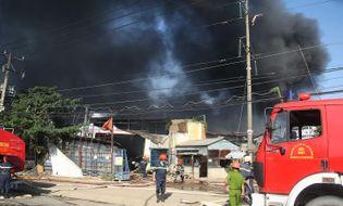 Pháp luật - Chùm ảnh toàn cảnh vụ cháy công ty nội thất Lợi Phát