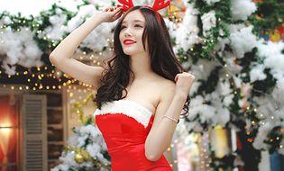 """Giới trẻ - Hot girl ĐH Ngoại Thương hóa """"Bà già Noel"""" nóng bỏng"""