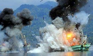 Thế giới 24h - Indonesia cho nổ tung 2 tàu cá nước ngoài đánh bắt trái phép
