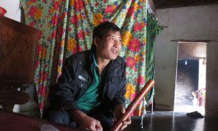 Khám phá - Kỳ lạ người đàn ông có khả năng miễn nhiễm điện ở Nghệ An