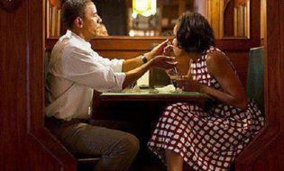 Gia đình - Tình yêu - Những khoảnh khắc ngọt ngào của vợ chồng tổng thống Obama