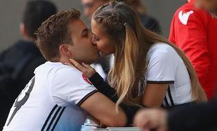 Euro 2016 - Những nụ hôn nóng bỏng nhất mùa EURO 2016