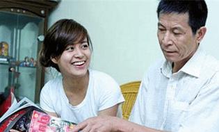Chuyện làng sao - Muốn giúp con, bố mẹ Kỳ Duyên hãy học gia đình Hoàng Thùy Linh