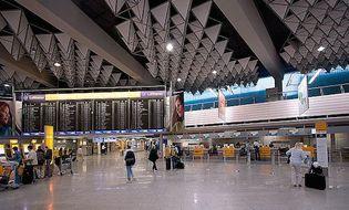 Video-Hot - Cảnh sát Đức bị khách Hồi giáo đánh tới tấp tại sân bay